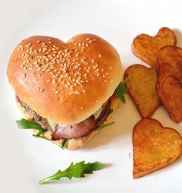 Burger en forme de coeur pour les amoureux