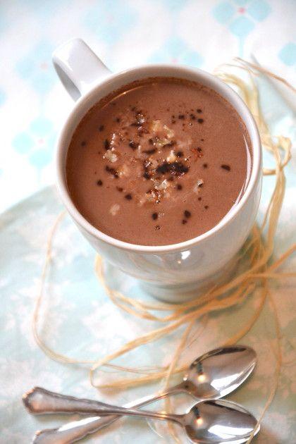Chocolat chaud au lait de coco, lait d'avoine & noix de pécan