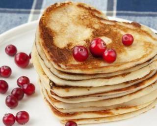 Pancakes sans beurre en forme de coeur pour la Saint-Valentin
