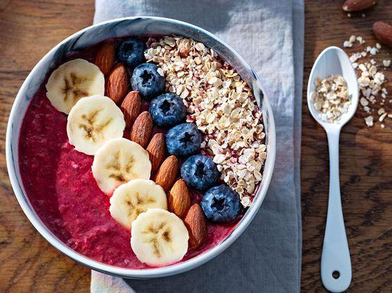 Smoothie bowl fruits et céréales