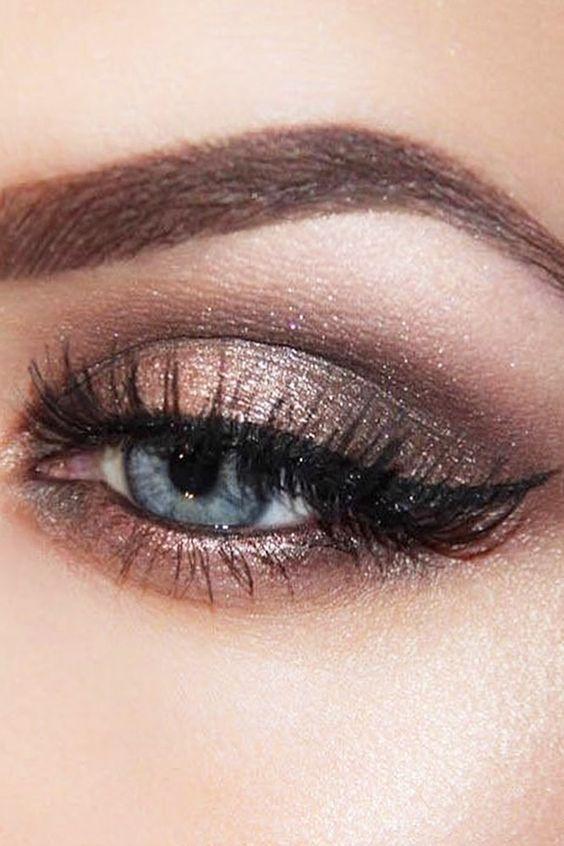 Tutoriales maquillaje de ojos - Página 21 Maquillages-pour-sublimer-les-yeux-bleus11