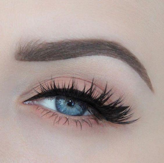 Tutoriales maquillaje de ojos - Página 22 Maquillages-pour-sublimer-les-yeux-bleus19
