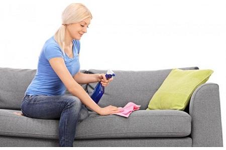 Comment nettoyer un canapé en microfibre avec de la lessive vaisselle et l'ammoniaque