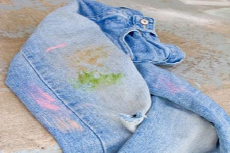 Enlever une tache de résine sur un jean, du lin ou du coton