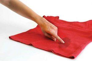 Nettoyer une tache d'huile sur le coton