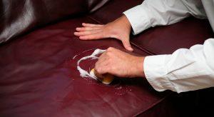 Nettoyer une tache huile sur le cuir