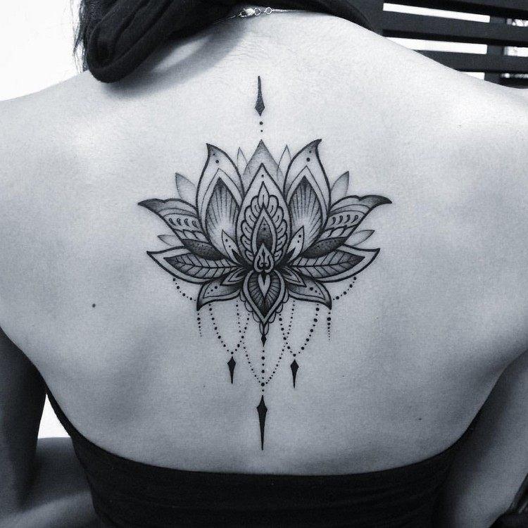 Tatouage fleur de lys : quelle est sa signification ? - Autour de la France