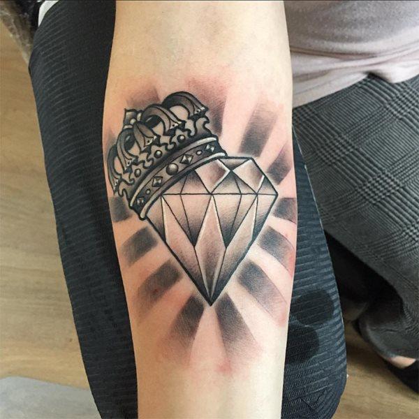Quelle est la signification du tatouage de diamant