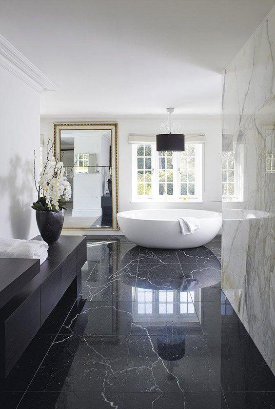 salle de bain en noir et blanc