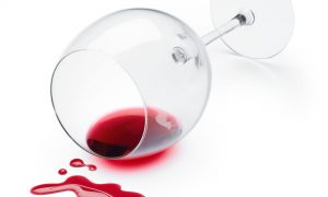 Comment enlever une tache de vin rouge séchée