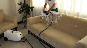 Comment nettoyer un canapé en microfibre?