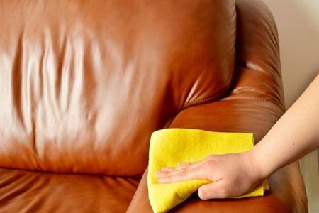 Comment nettoyer un canapé en microfibre avec du savon de Marseille