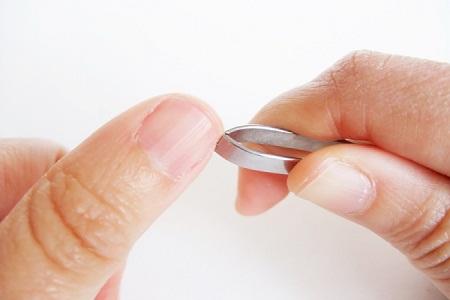 Utiliser un coupe-ongle pour retirer une écharde enfoncée