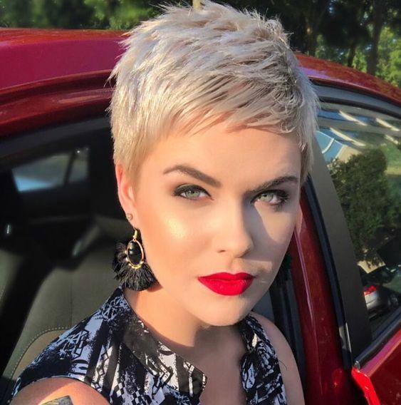27 Idées de coupes courtes pour femme à piquer cet été
