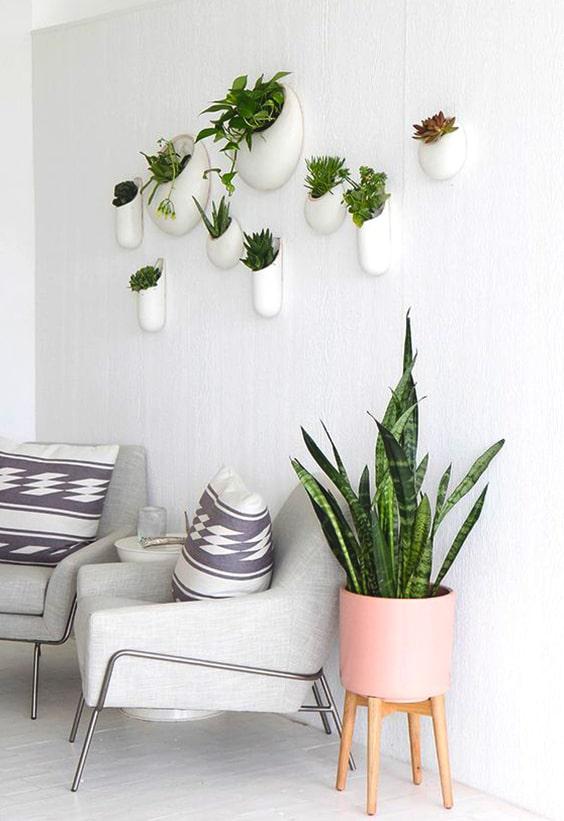 Comment décorer vos murs vierges: 17 idées chics inspirantes