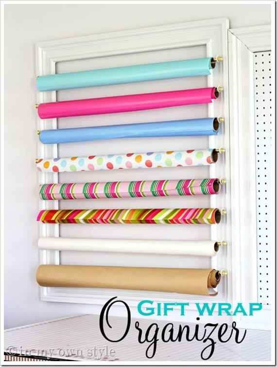 Accrochez vos papiers cadeaux avec de simples tringles