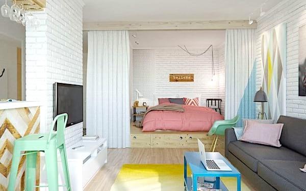 Cachez votre lit derrière des rideaux pour créer une pièce à part