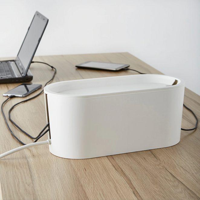 Dissimulez vos câbles, rallonges et prises avec la boîte ROMMA de chez IKEA
