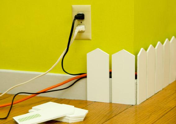Faites passer vos câbles dans une plinthe adhésive