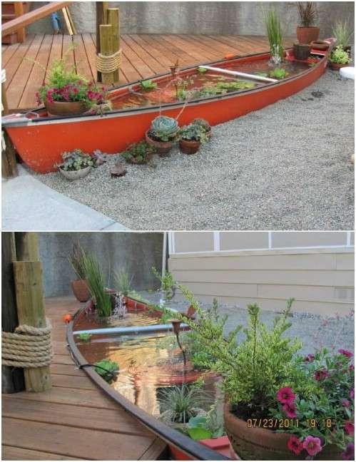 Jardin aquatique avec un vieux canoe