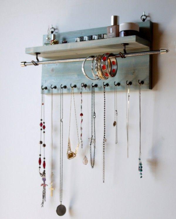 Le rangement pour colliers