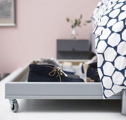Le tiroir sous le lit
