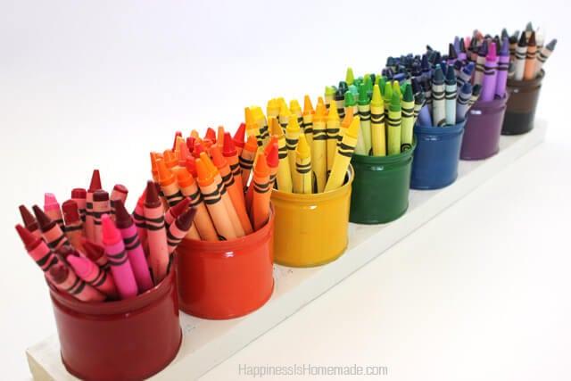 Les pots de yaourt serviront d'excellents pots à crayons