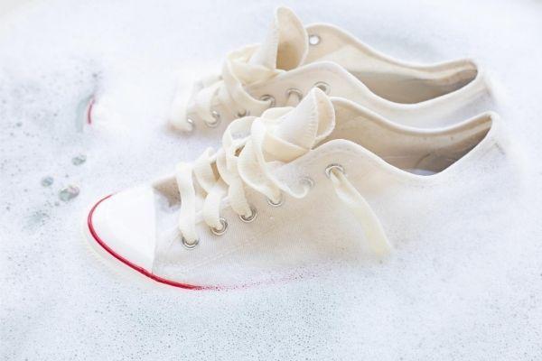 Nettoyer ses chaussures en toile