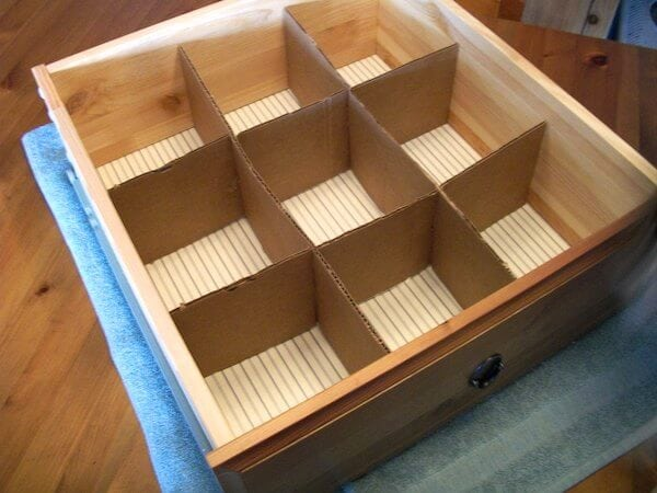 Organisez vos tiroirs avec un carton
