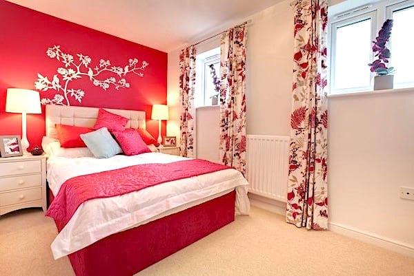 Peignez un mur de votre chambre avec une couleur vive