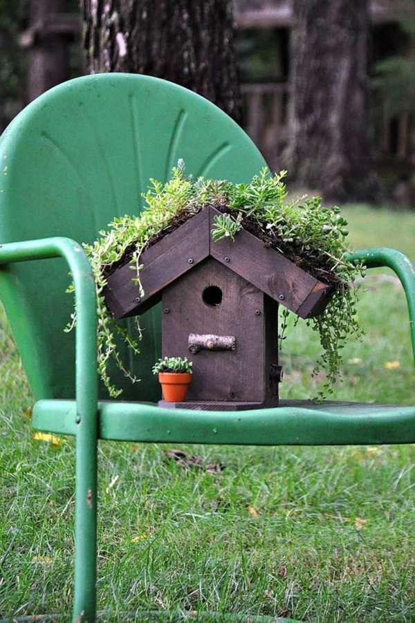 Servez-vous d'un nichoir pour créer un pot à fleurs très original
