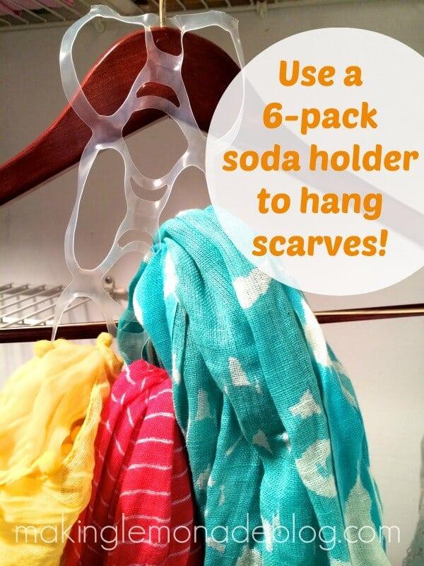 Suspendez vos écharpes à l'aide d'un 6 pack soda holder