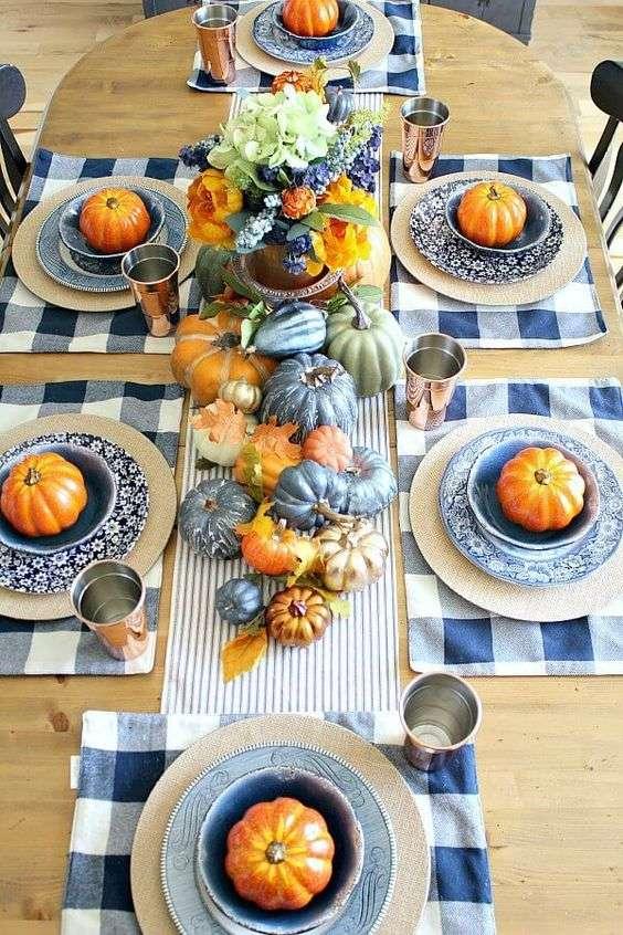 Un mariage de couleurs magnifique sur cette table de campagne
