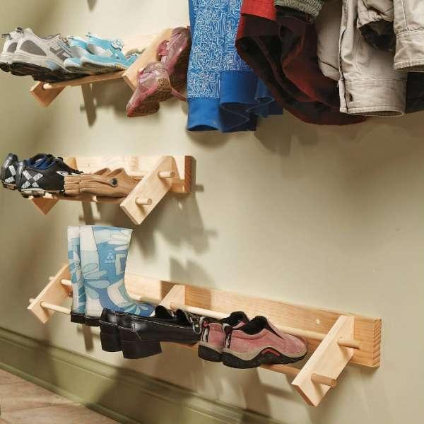 Un range-chaussures qui suspend les chaussures en l'air