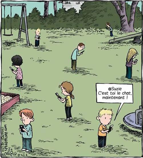 enfant-jouent-smartphone