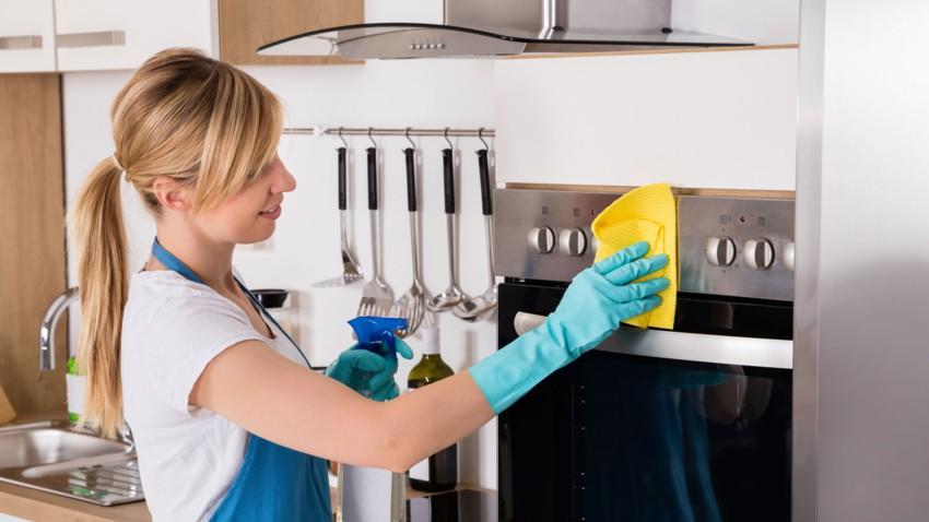 Astuce incroyable pour nettoyer un four très encrassé !
