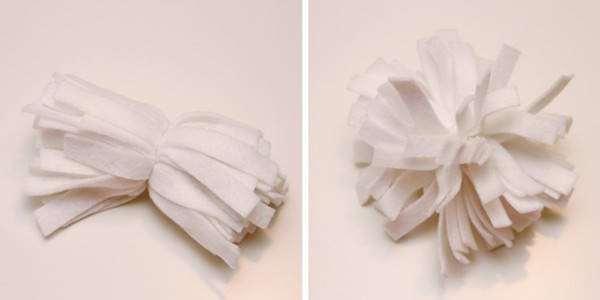 Enrouler un morceau de fil de laine au milieu des bandes blanches