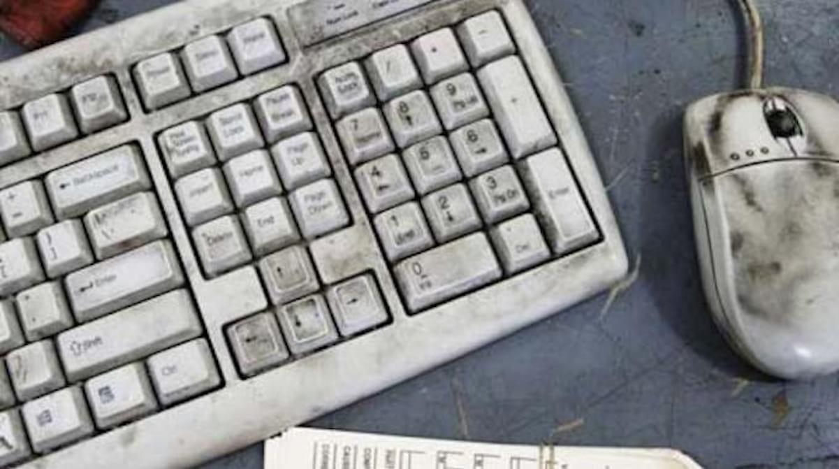 Tout simplement l'astuce la plus efficace pour nettoyer votre clavier sale