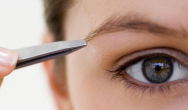 Astuce pour s'épiler les sourcils sans avoir mal
