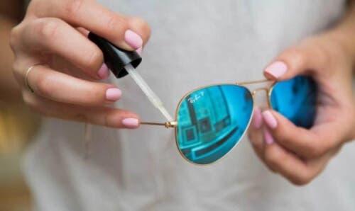 Astuce pour réparer les lunettes qui se glissent du nez