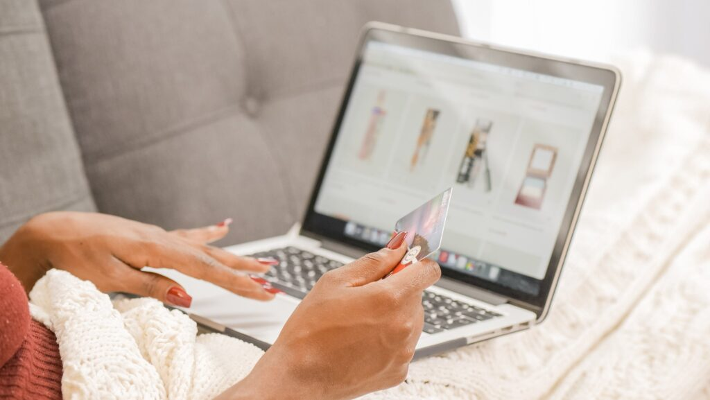Romwe ou Shein, quel site choisir pour ses achats en ligne