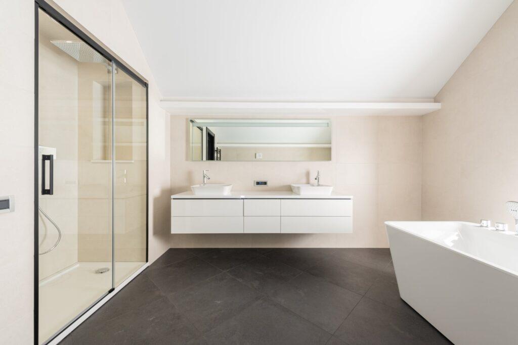 Les antidérapants idéals pour sécuriser votre salle de bains